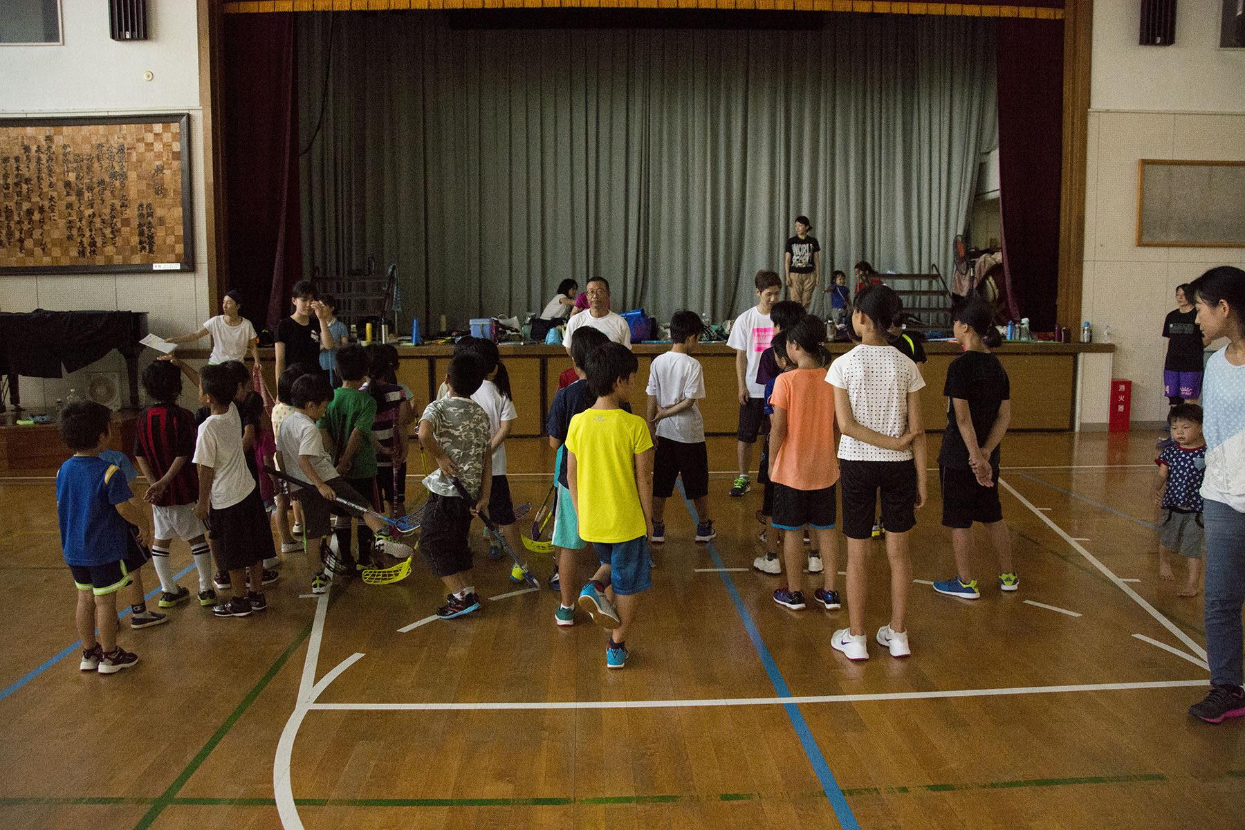 幼児・小学生 フロアボール練習の写真